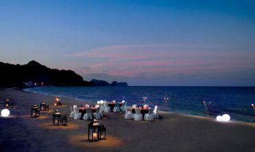 Al Bustan Palace Ritz Carlton Hotel 5 stelle, il lusso in raffinato Stile Moresco