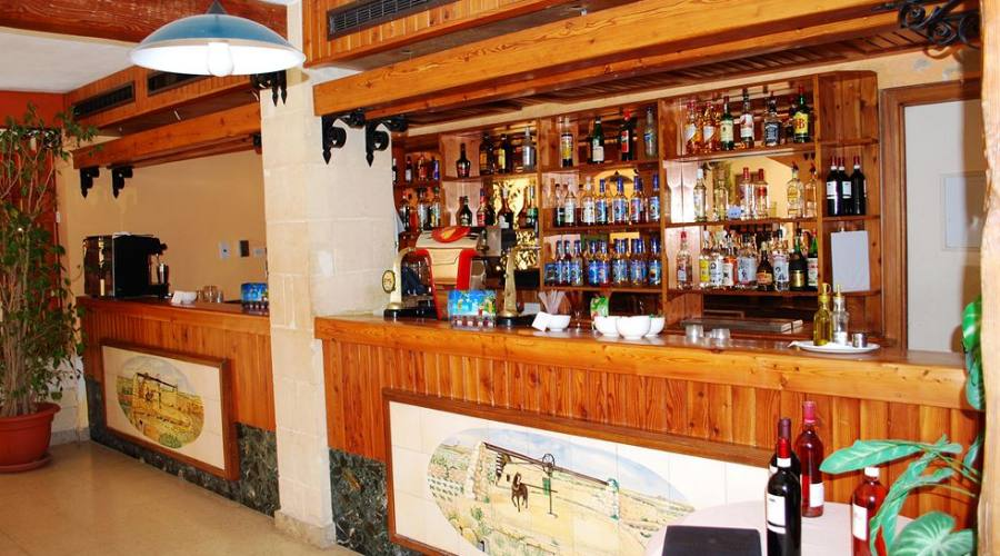 The Bugibba Hotel: Bar