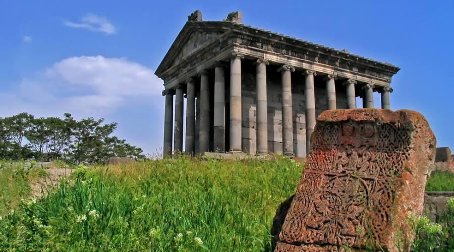Garn,Tempio Pagano