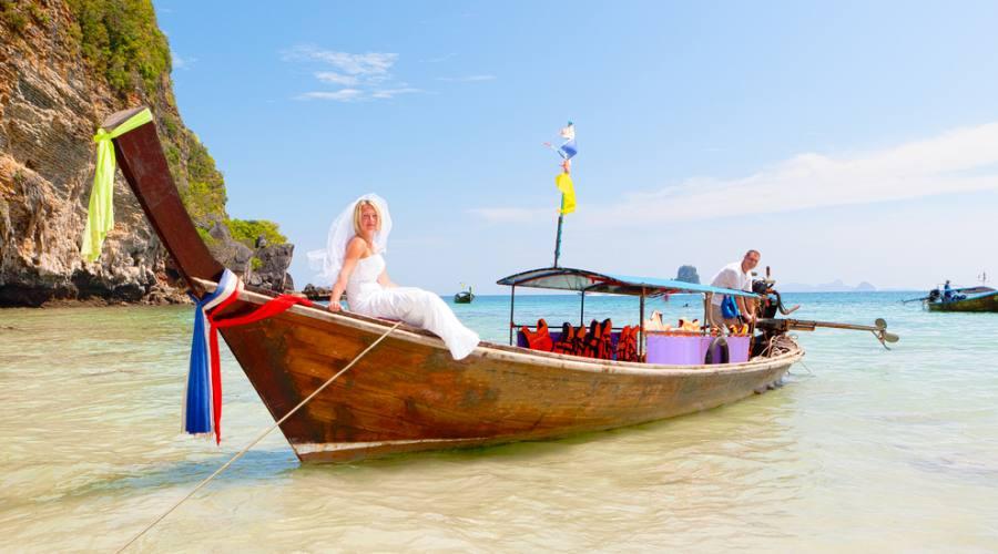 Una gita sulla tipica imbarcazione thailandese