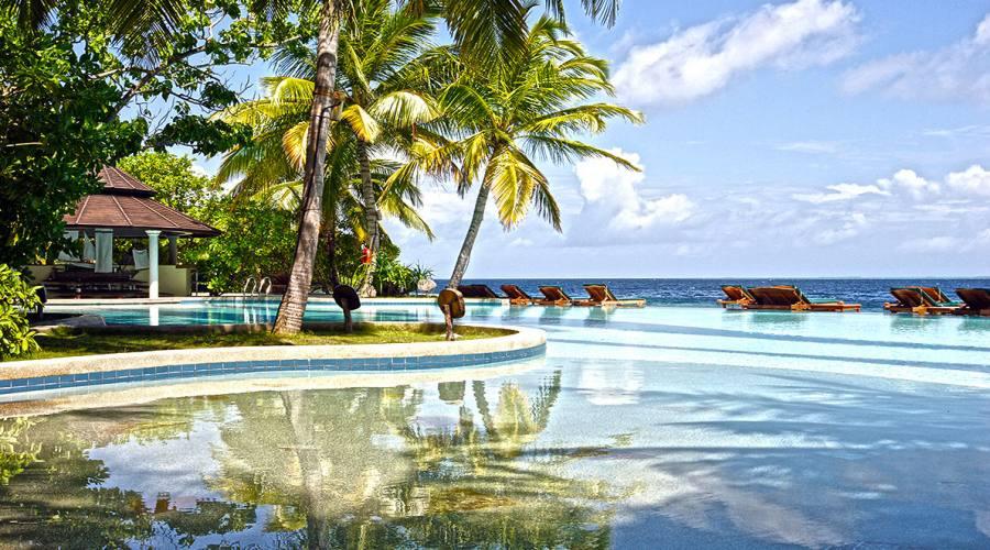 La piscina fronte oceano del Royal Island