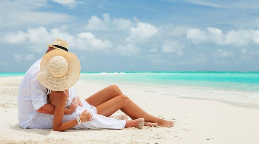 Relax a due sulla spiaggia borotalco delle Maldive