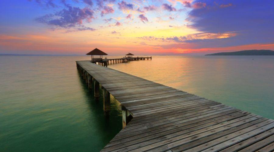il tramonto in mezzo al mare
