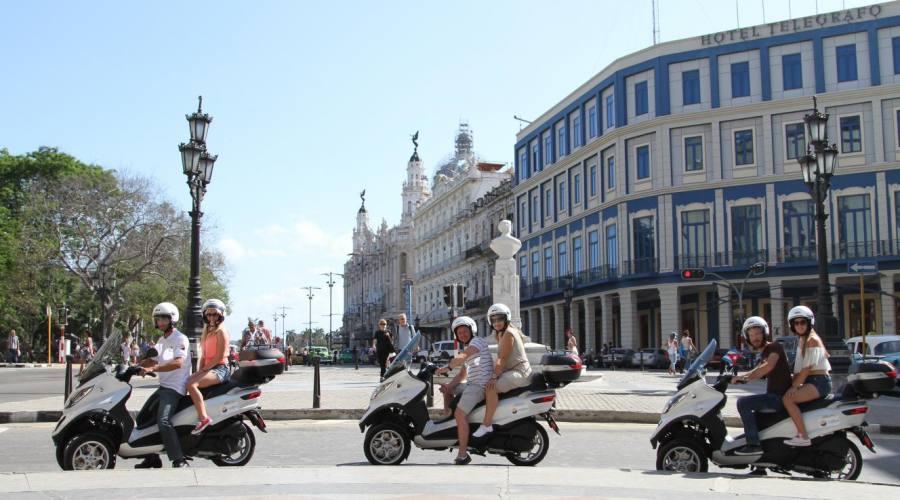 Giro in Scooter all' Havana