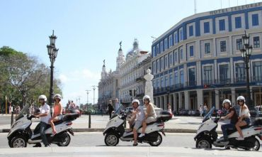 In giro con Moto Piaggio Mp3: Tour Storia e Playa
