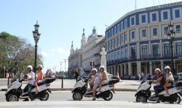 In giro con Moto Piaggio Mp3: Tour Storia e Playa