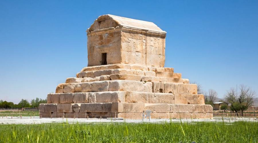 La tomba di Ciro il Grande è il monumento più importante di Pasargad.