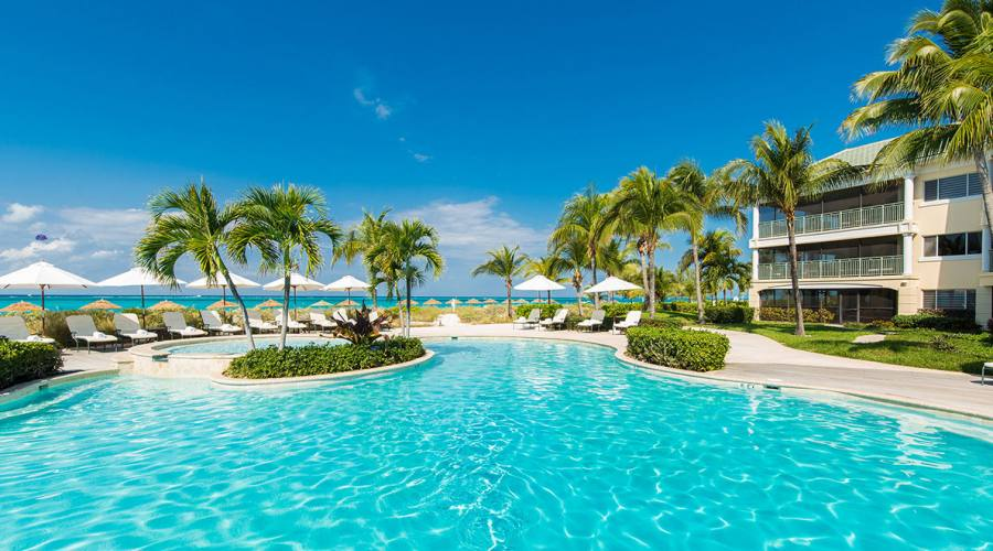 The Sands at Grace Bay, la piscina