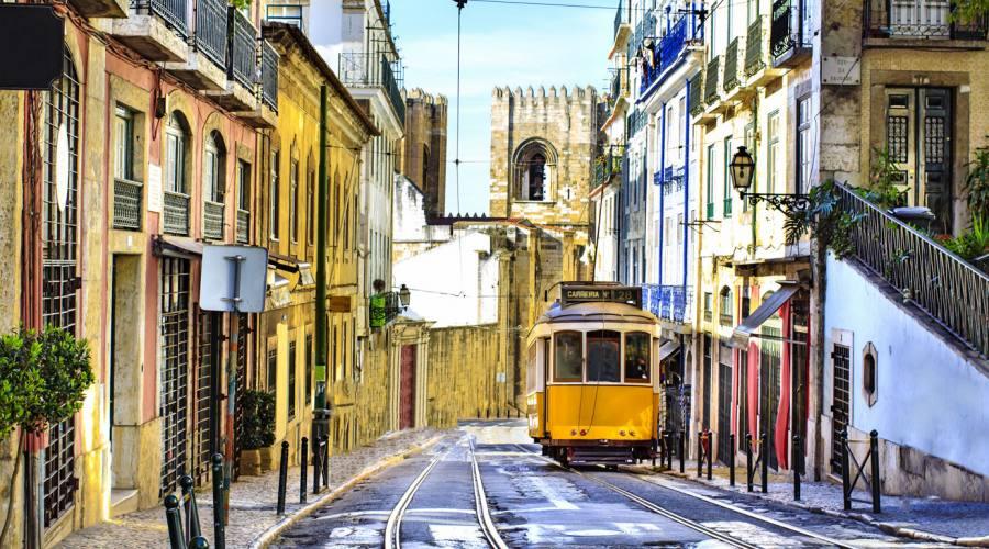 Lisbona, via nei pressi della cattedrale