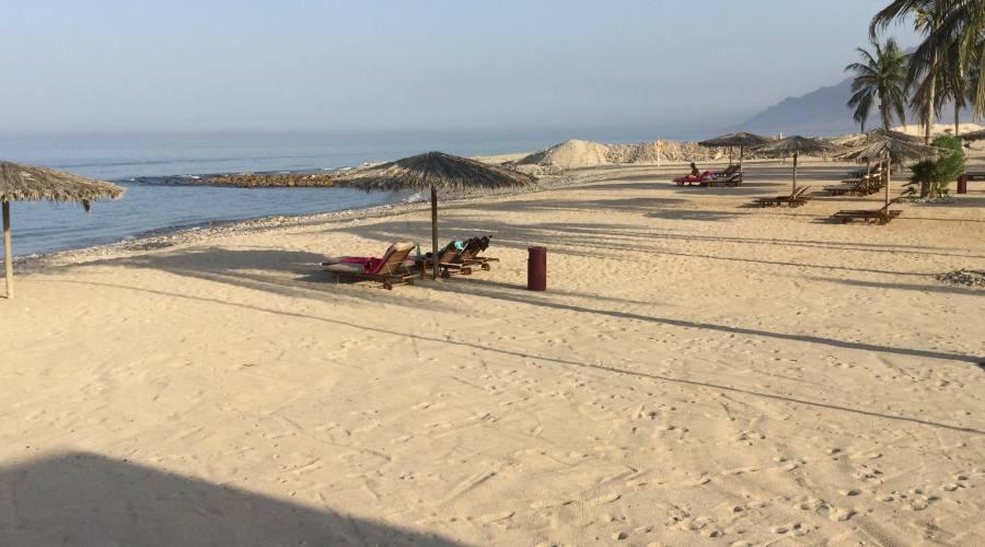 La spiaggia del Sifawy Boutique Hotel