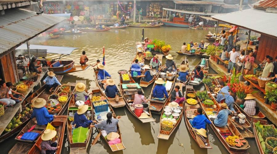 Il mercato galleggiante di Damnersaduak