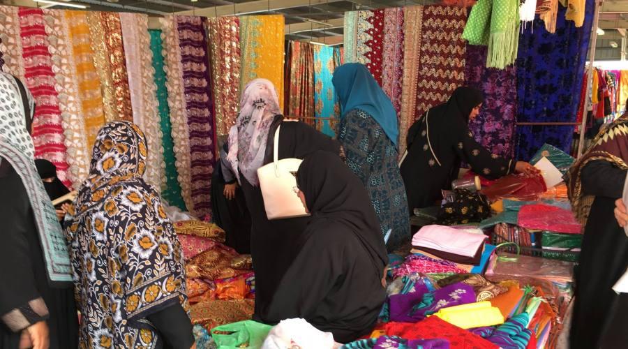 Mercato dei tessuti a Sinaw