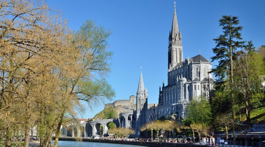 Fiume Gave e Basilica di Lourdes