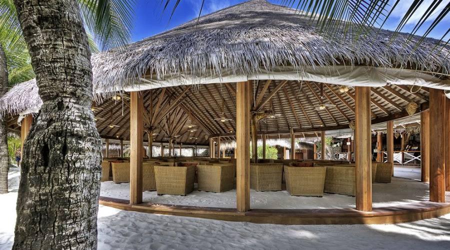 Particolare del ristorante in stile maldiviano