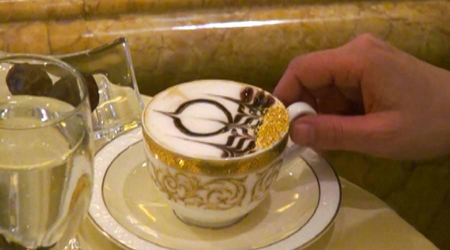 Cappuccino con lamelle di oro
