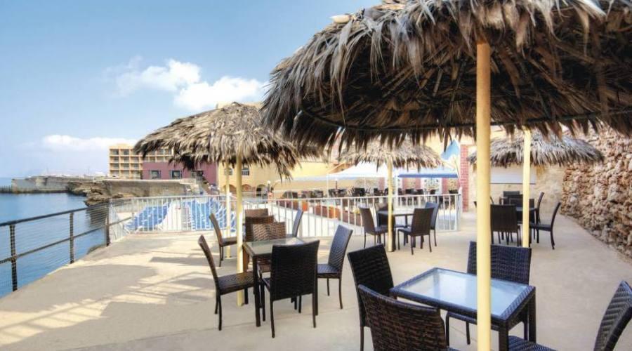 Paradise Bay: Cafe' Esterno