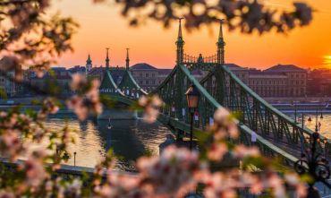 Tre magiche capitali nel cuore dell'Europa, tour in bus dal centro-sud