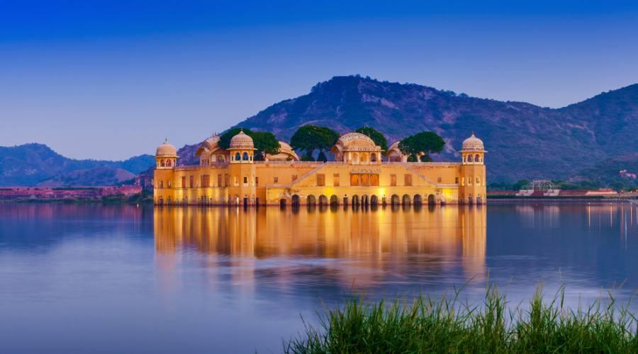 Il palazzo Jal Mahal a Jaipur