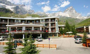 Hotel 4 stelle con piscina e spa a Breuil