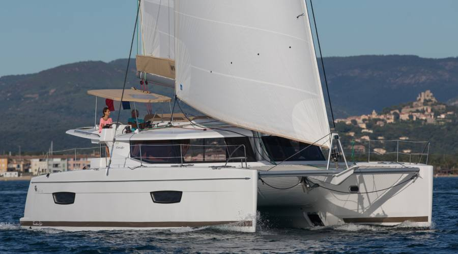 Catamarano fountaine-pajot-