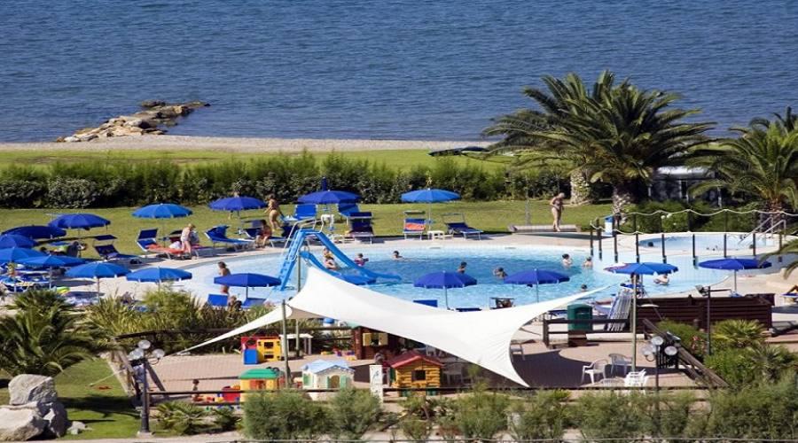 area giochi e piscina bambini