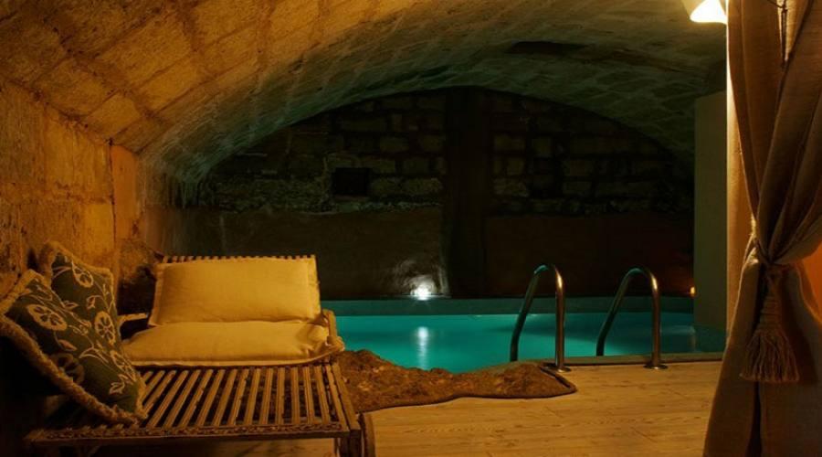 grotta con piscina