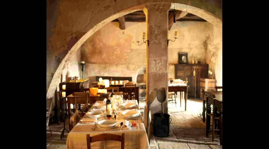 Sala colazione in chiesa sconsacrata