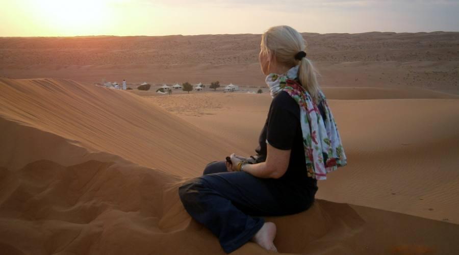 Attendendo il tramonto nel deserto