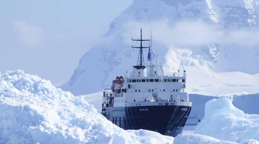 Navigazione nell'immenso oceano azzurro