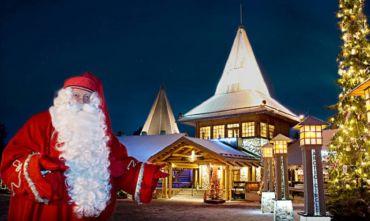 Atmosfera natalizia con Babbo Natale