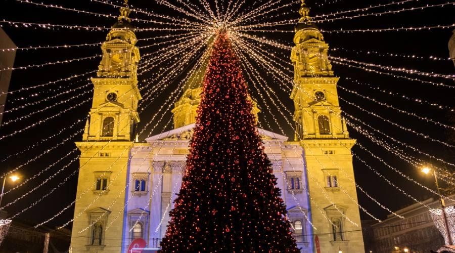 Budapest , mercatini a Santo Stefano