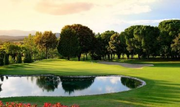 Golf con vista sui Pirenei al Torremirona Golf & Spa Resort 4 stelle