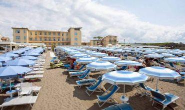 Hotel 3 stelle a pochi metri dalla spiaggia di sabbia...