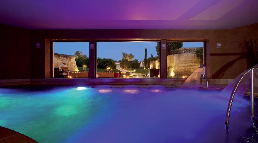 la piscina di sera..