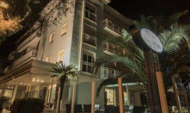 Hotel fronte mare e a due passi dalle Terme!