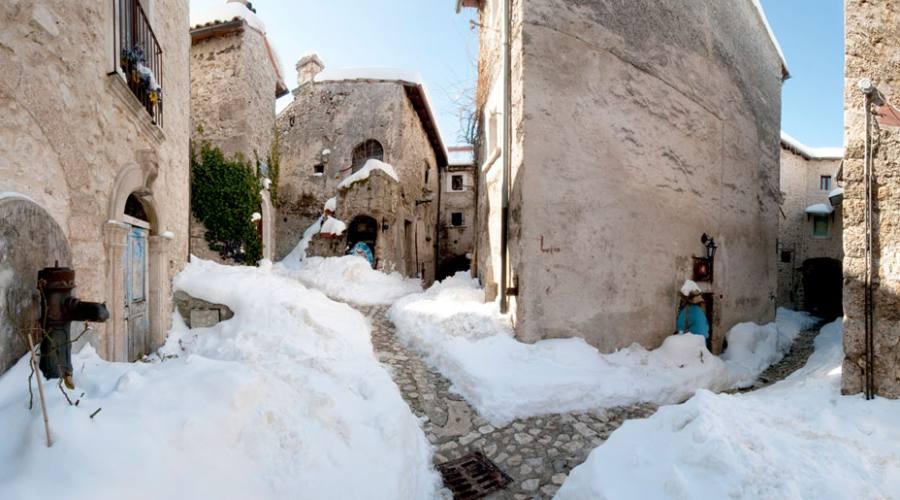Borgo innevato