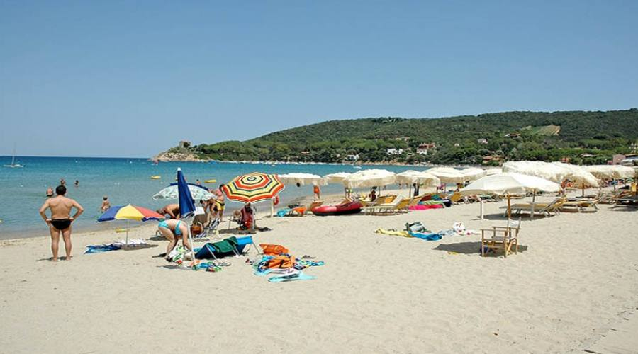 spiaggia libera di Procchio