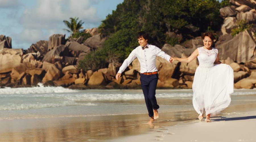 Un matrimonio romantico, intimo ed originale fra tartarughe giganti e migliaia di uccelli rari