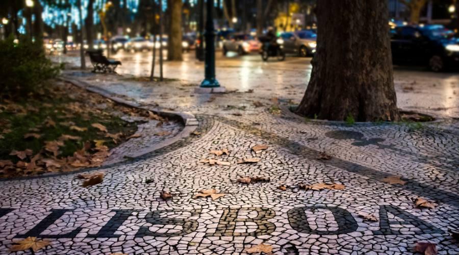Lisbona, scritta sul lastricato
