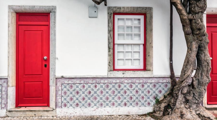 Lisbona, tipici portoni
