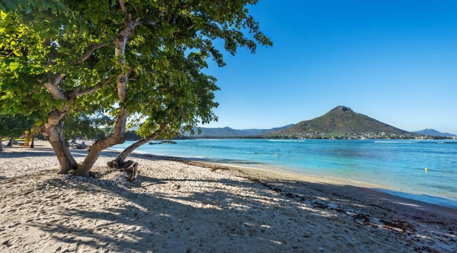 La vicina spiaggia di Flic en Flac