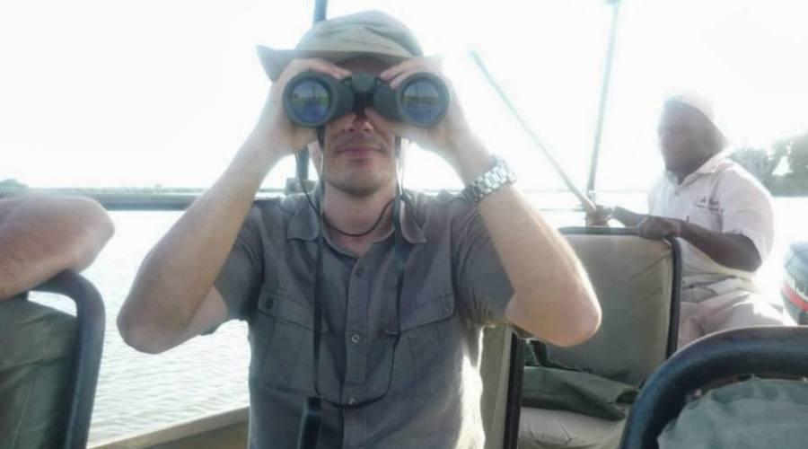 mira los binoculares