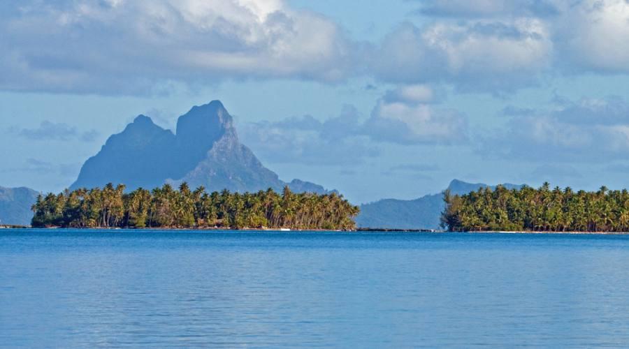 Bora Bora vista tra Raiatea e Taha'a
