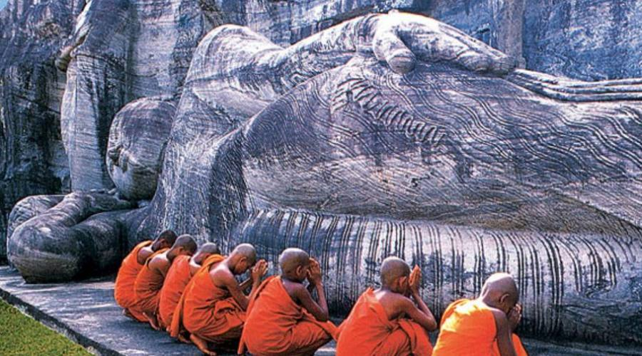 Monjes en oración