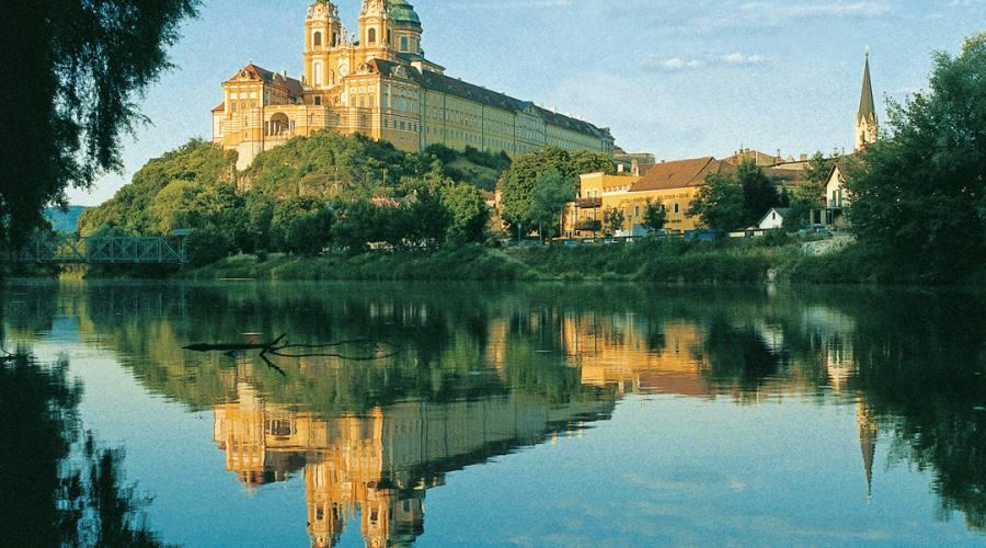 Abbazia di Melk dal Danubio