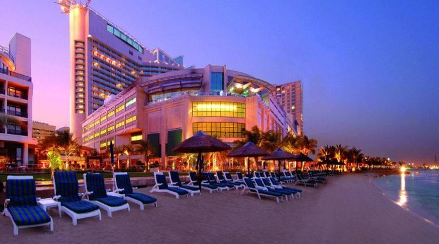L'hotel e la spiaggia