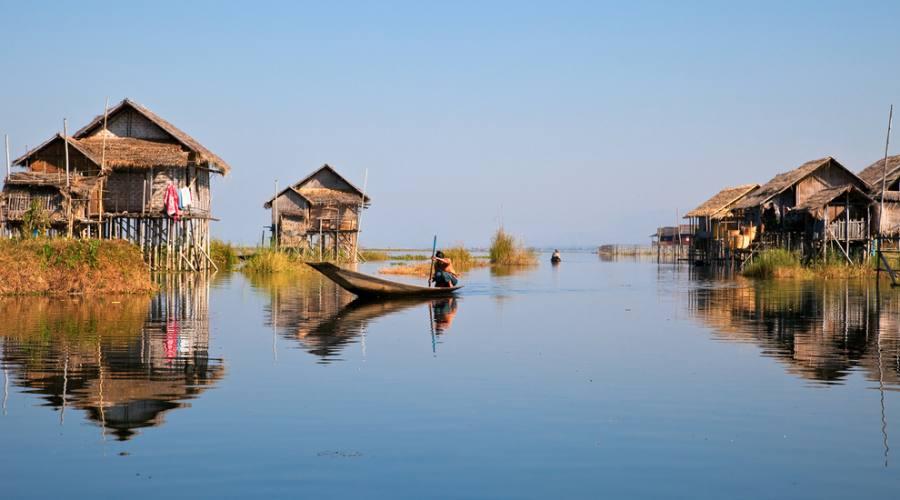 Villaggio galleggiante sul lago Inle