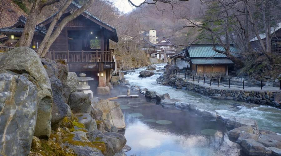 Un rilassante bagno in un Onsen