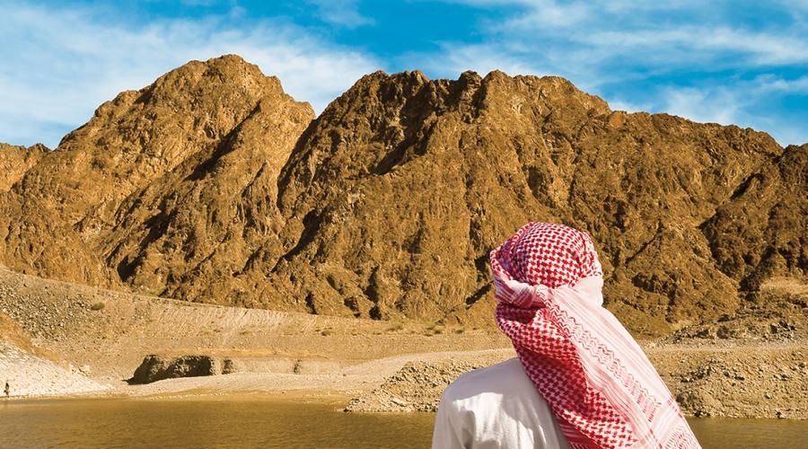 guardanto Rub Al Khali, deserto del SUD
