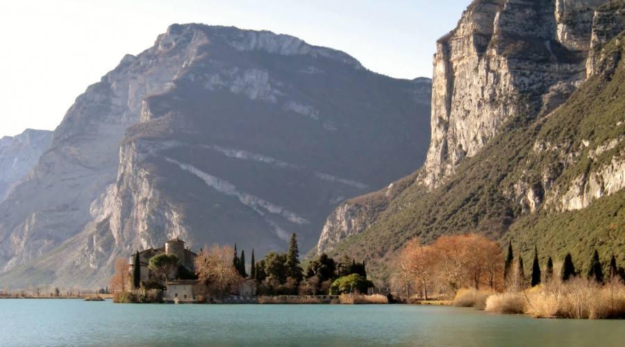 Il Castello di Toblino e il suo lago